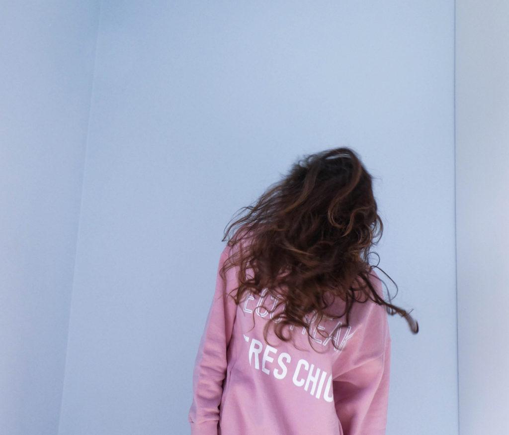 91ea9c232ae00b 10 conseils pour des cheveux secs et bouclés au naturel - Iznowgood