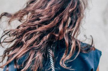 cheveux secs bouclés